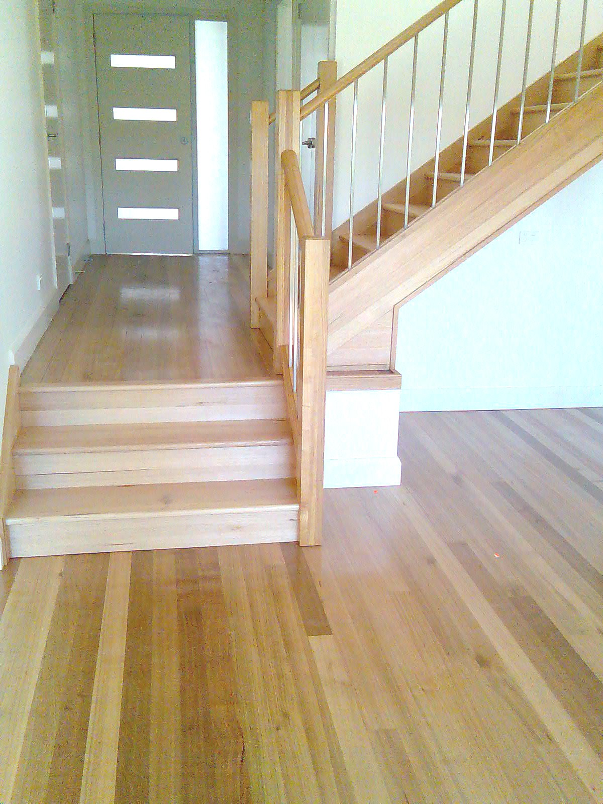southern-blue-gum-flooring-meeting-tasmanian-oak-staircase1